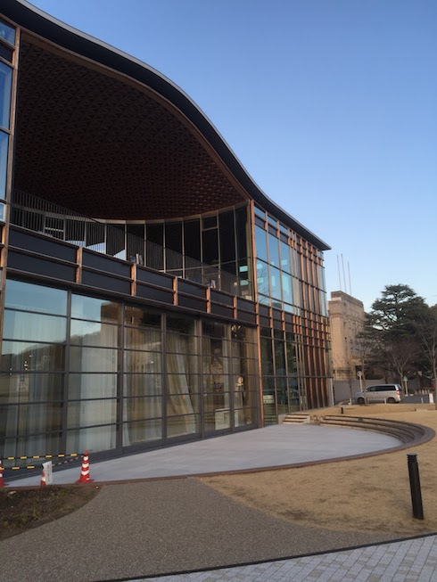 建築とランドスケープが融合した一枚。こんな風に空間を作れたら面白い。