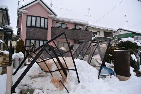 北関東の大雪でつぶれたカーポート