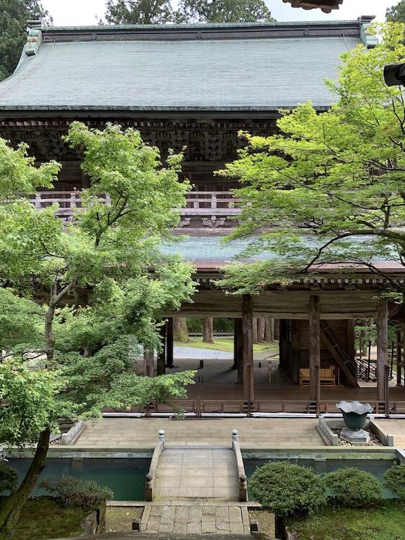 こちらがこの永平寺で最も古い山門。1749年に造立された。