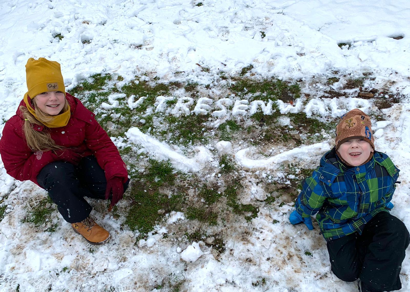 Kein Schneemann, aber eine Schnee-Inschrift von Familie Rößner