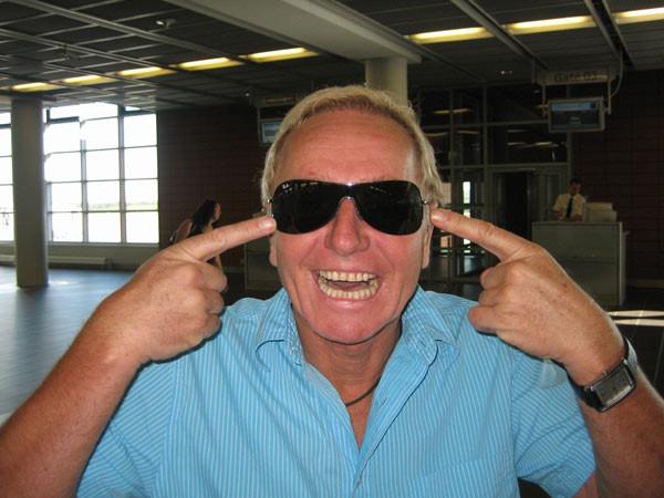 Klaus hat eine neue Sonnenbrille
