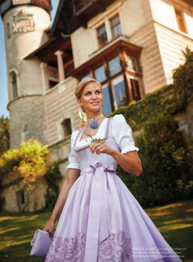 © Copyright Susanne Spatt GmbH, Hochzeitsdirndl in Flieder von Susanne Spatt.