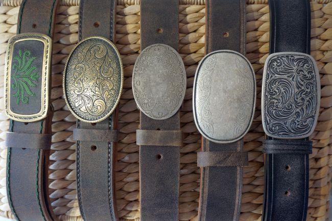 Ledergürtel mit Metallschliesse zu Ihrer Lederhose.