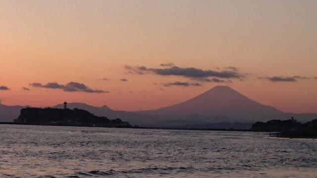 サンセットタイム~稲村ケ崎海岸から富士山