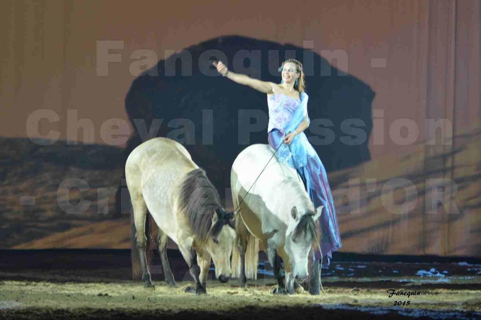 Cheval Passion 2015 - Spectacle des Crinières d'OR - Lucie VAUTHIER & 2 chevaux en liberté - 16