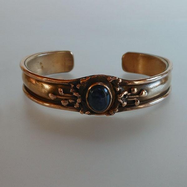 bracelet en bronze avec une malachite
