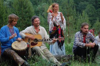 居民同聚,共享音樂饗宴。