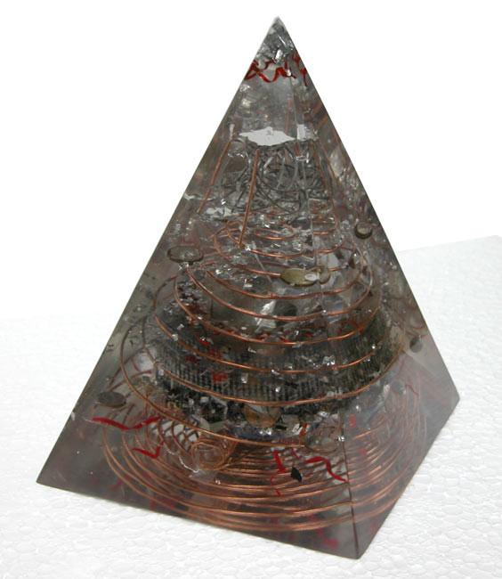 Pirámide del Alquimista (aire transformado en plata) 24 x 18 x 18 cm gran generador de cuarzo