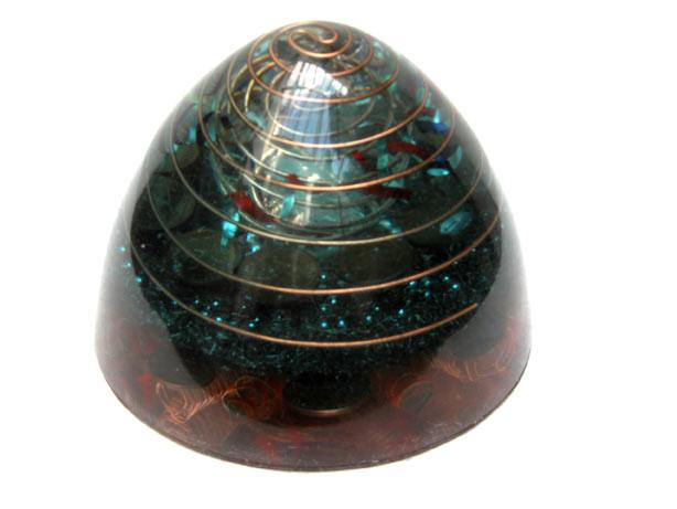 Santa granada parabólica azul con 5 cristales de cuarzo biterminados