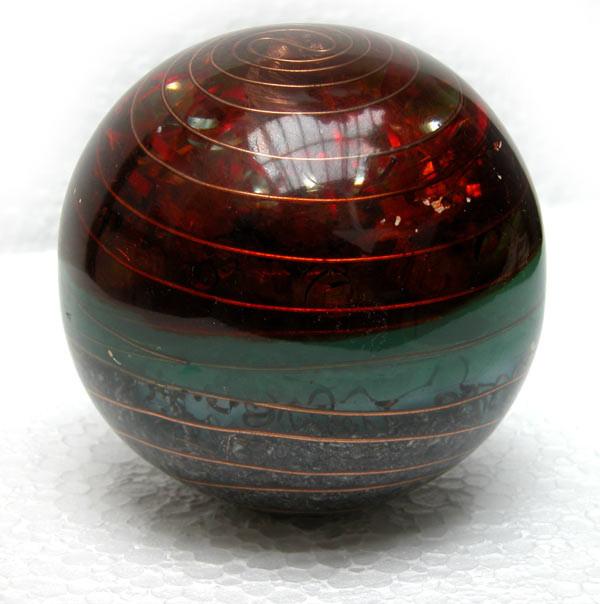 santa granada diametro 12 cm 5 cristales de cuarzo biterminados, espirales de cobre