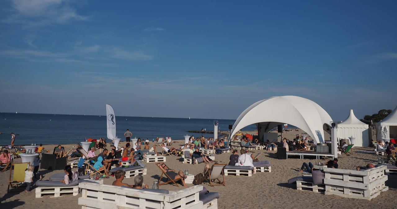 ... mit cooler Musik-Anlage am Strand und viel Raum zum Chillen