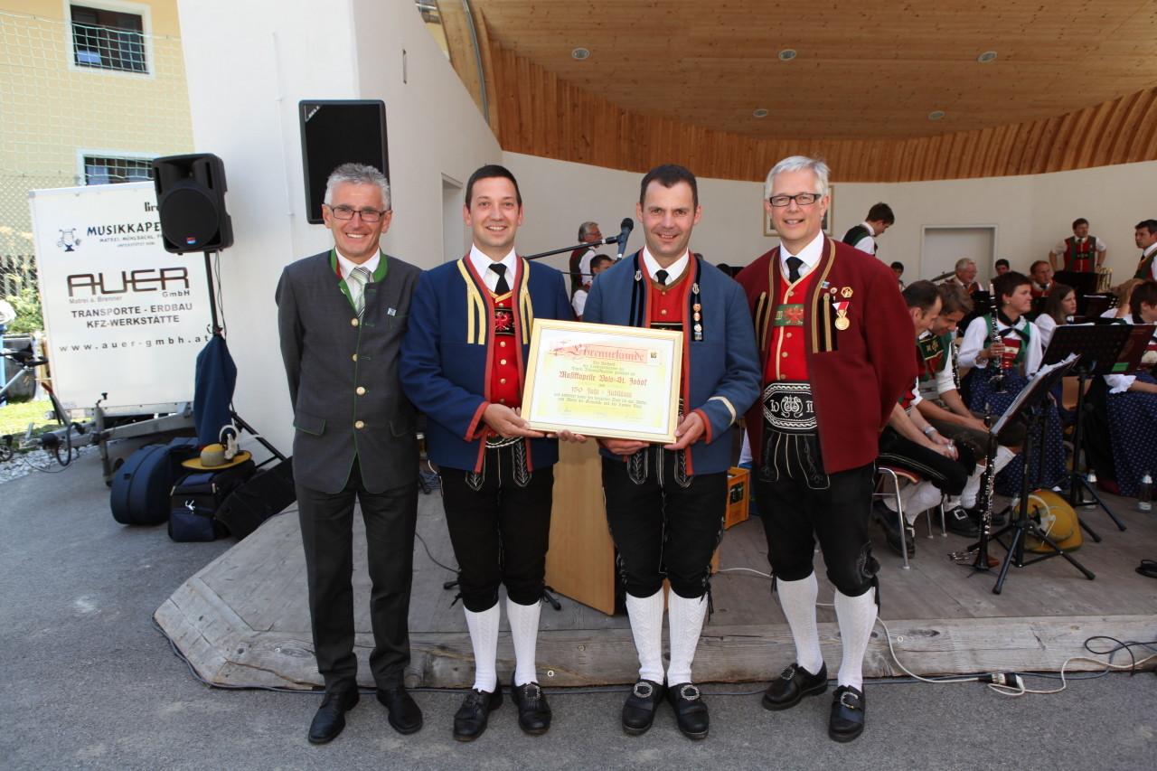 Urkundenübergabe des Blasmusikverbandes (c) Werner Hammerle