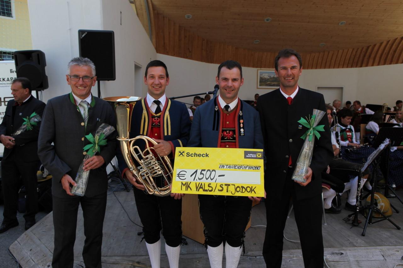 Raika sponsert ein Tenorhorn  (c) Werner Hammerle
