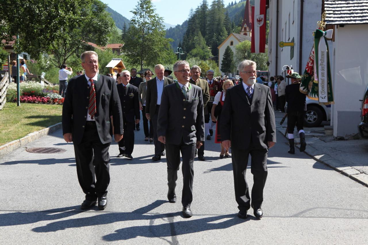 Ehrengäste beim Einmarsch (c) Werner Hammerle