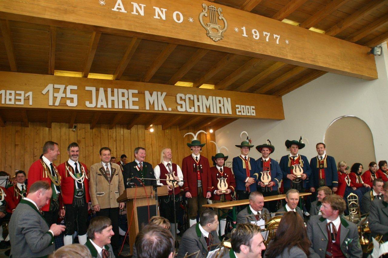 Überreichung Gastgeschenke MK Schmirn (c) Reinhard Auer