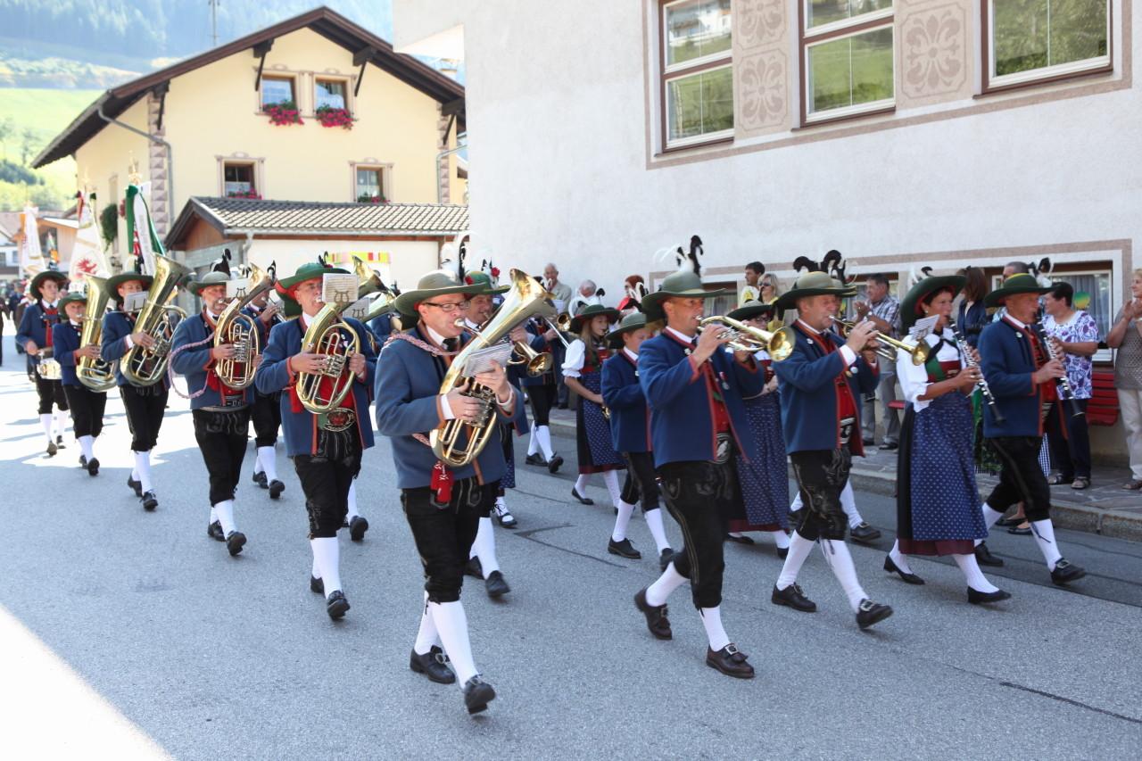 Einmarsch MK Vals St. Jodok (c) Werner Hammerle