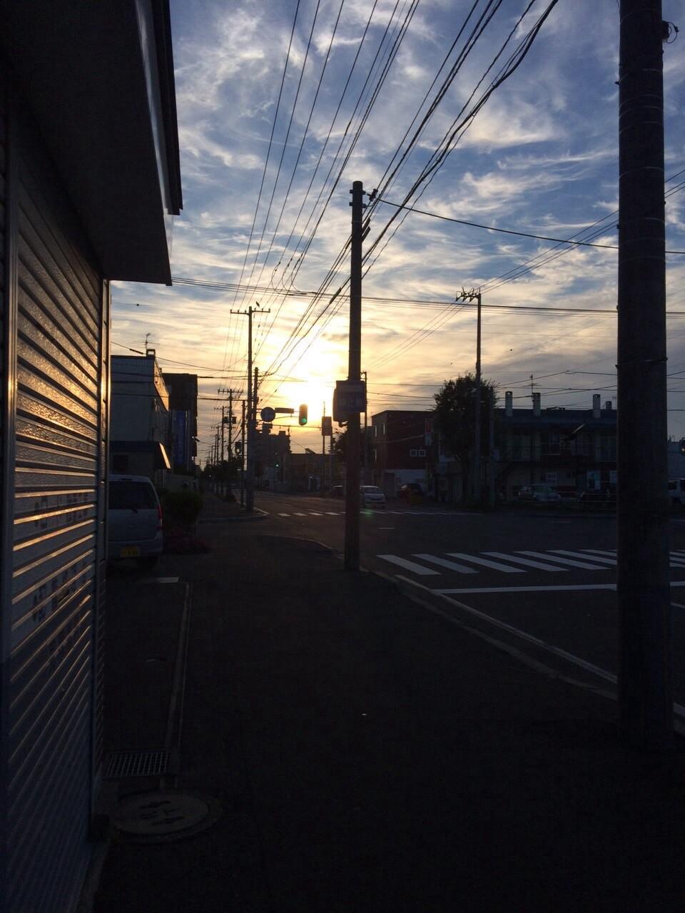 朝5時の会社前の景色