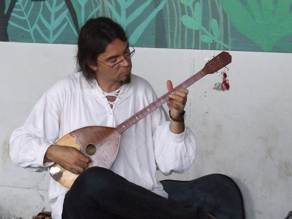 Tanbura macédonien