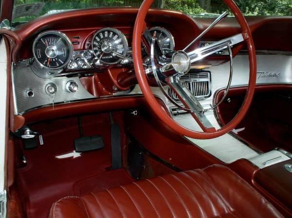 Ford Thunderbird Innenansicht