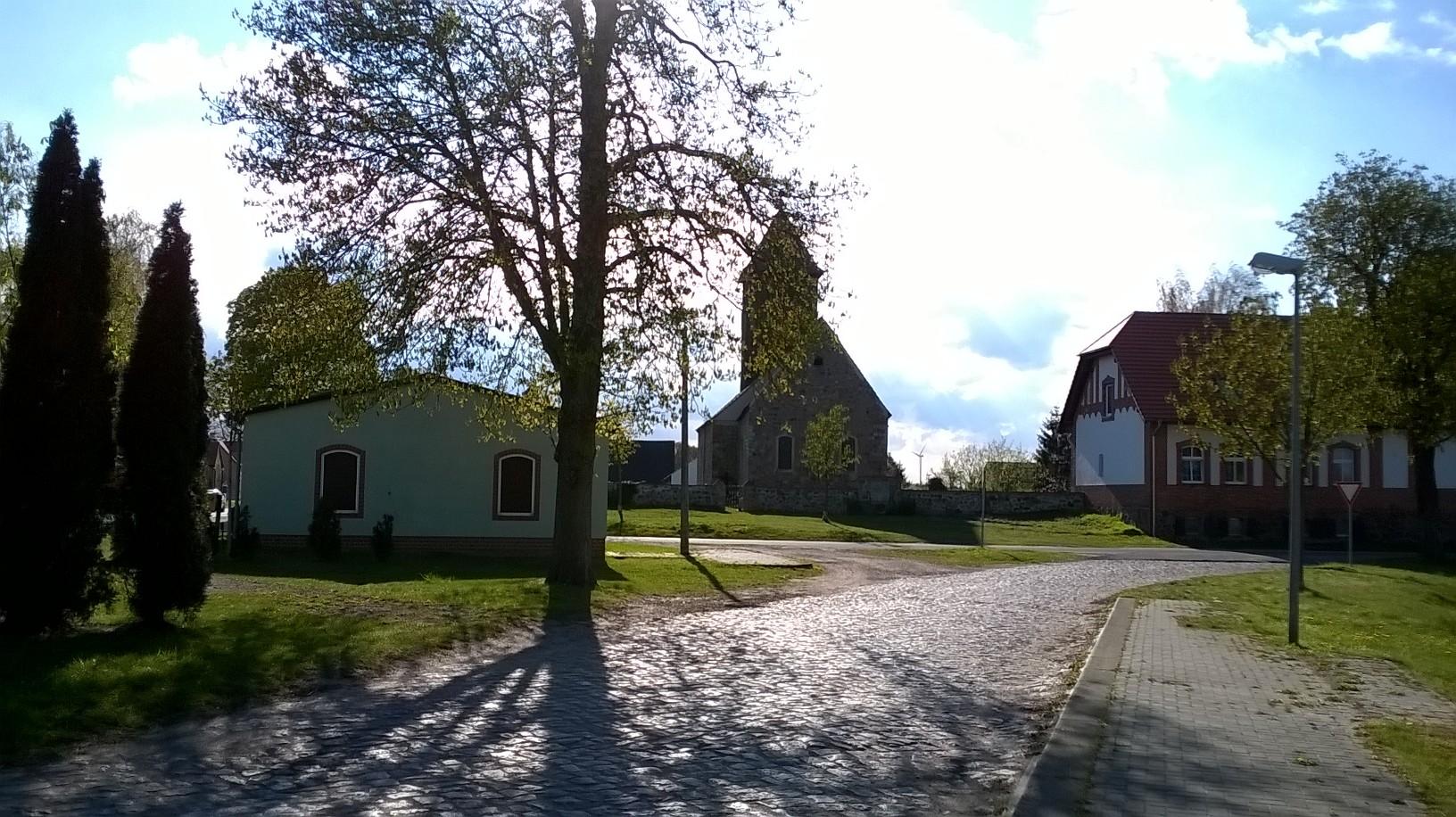und das Einhundertste Feldsteinkirchlein der Mark Brandenburg besichtigen...