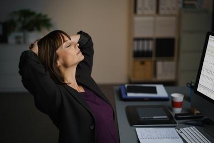 jammern-war-gestern Coaching, Frau am Schreibtisch
