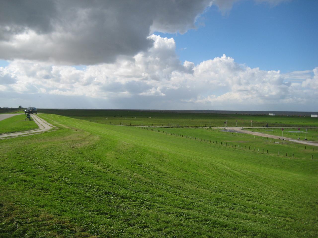 Weite Landschaft, Wind und Wolken