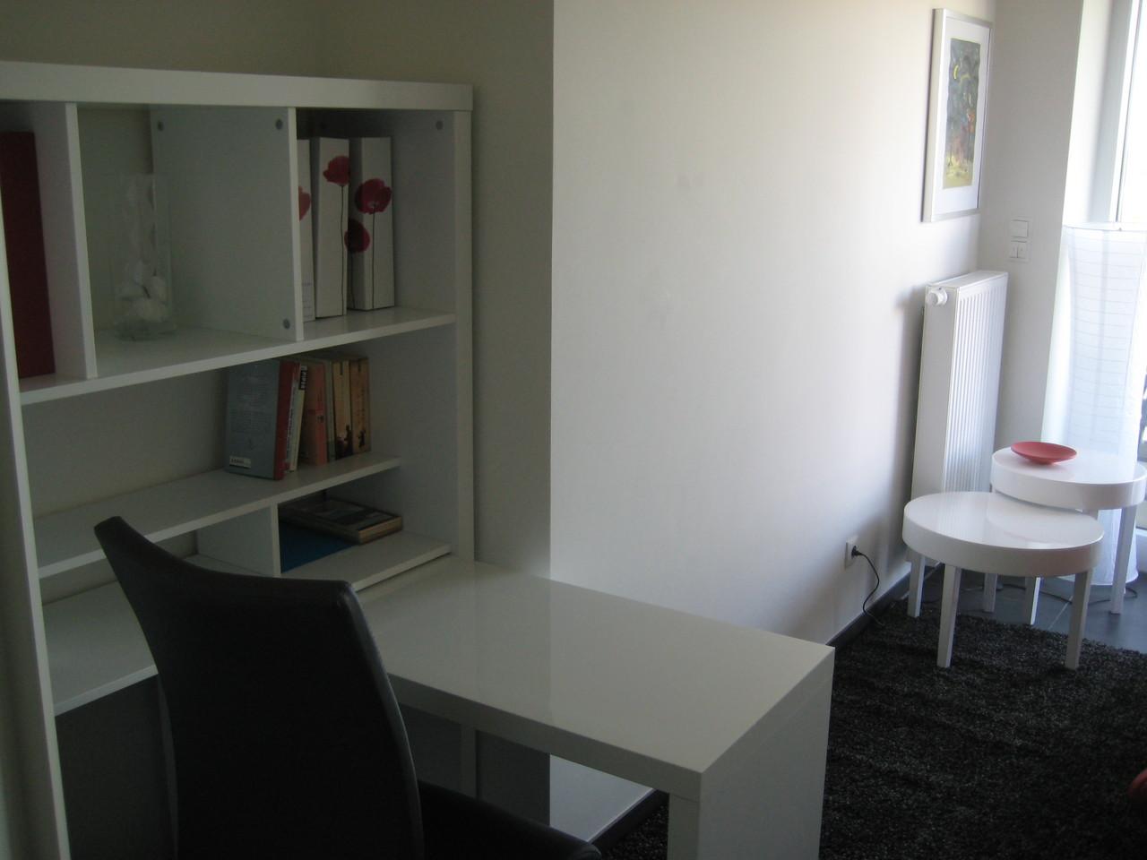 Schreibtisch im kleinen Zimmer