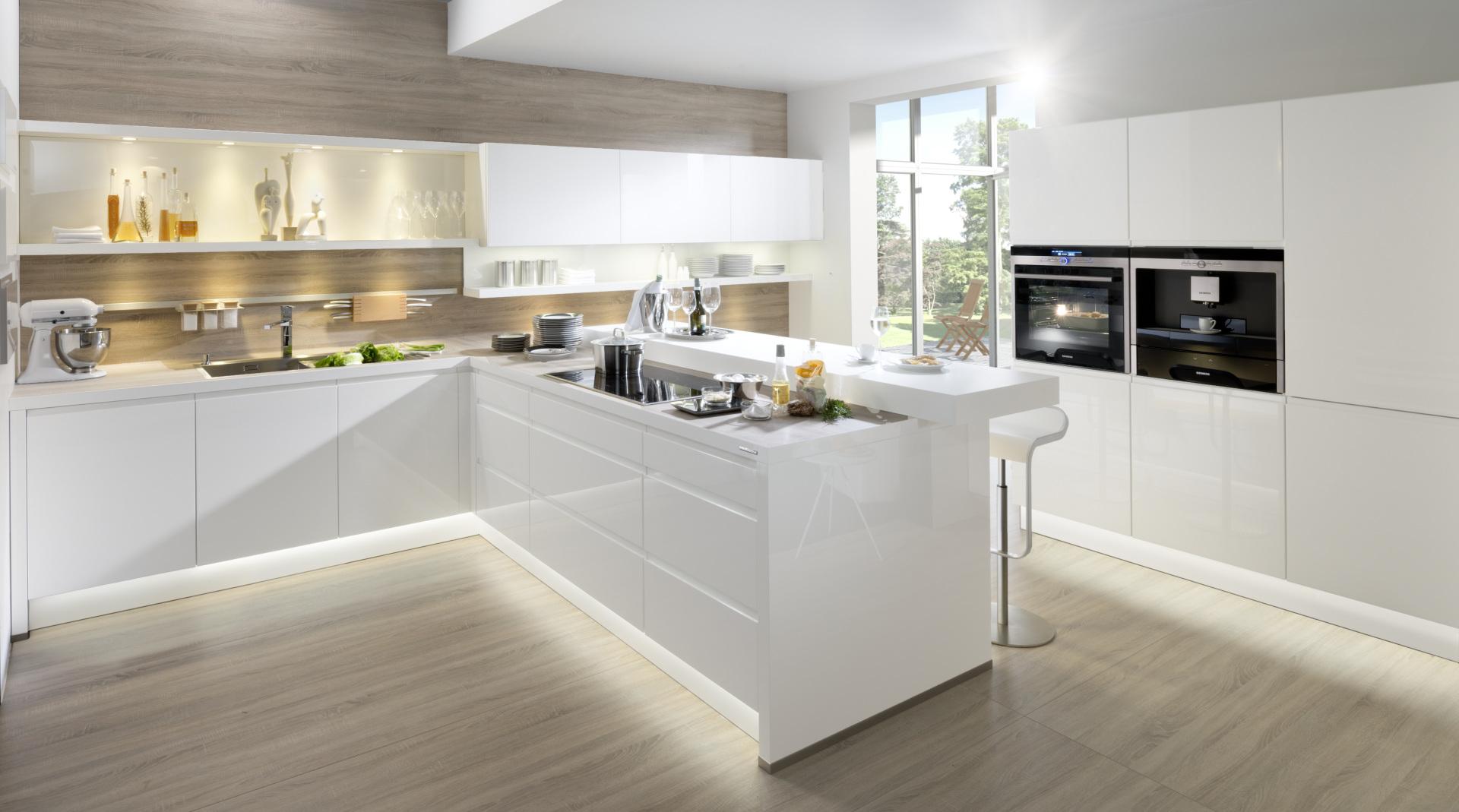 Küchen als Zentrum für Genuß und Kommunikation. Wir beraten markenunabhängig - auch mit barrierefreiem Komfort