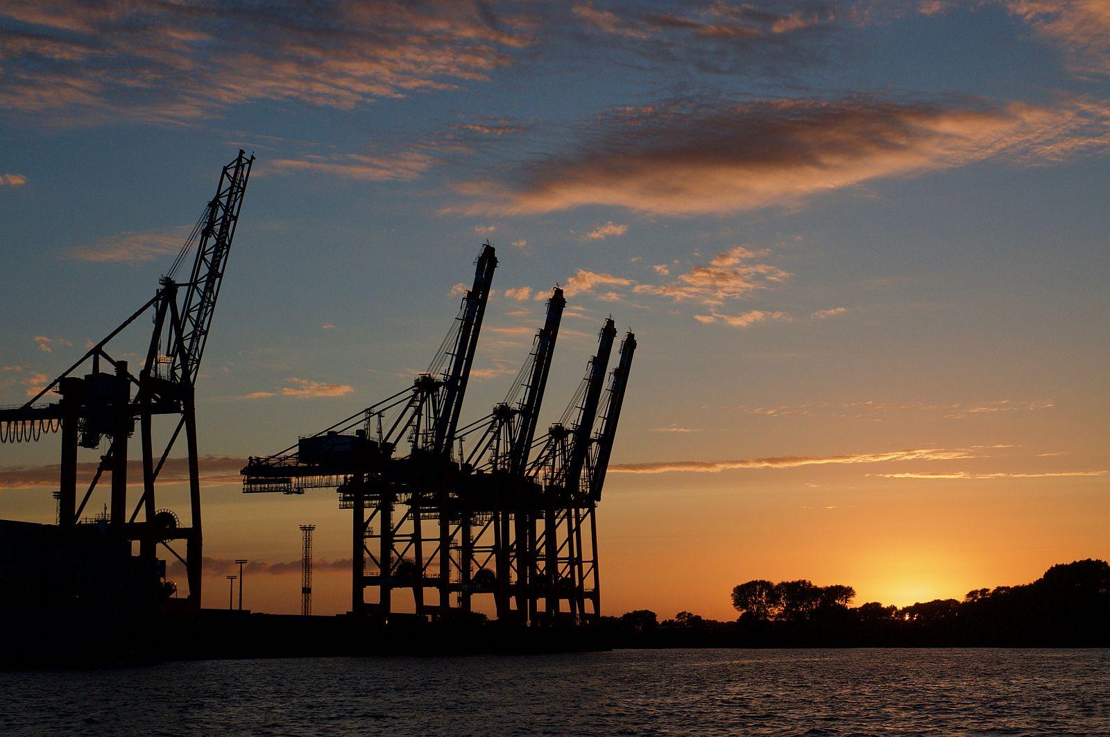 Oktober 2017: Sonnenuntergang im Hafen, Rolf Blütener