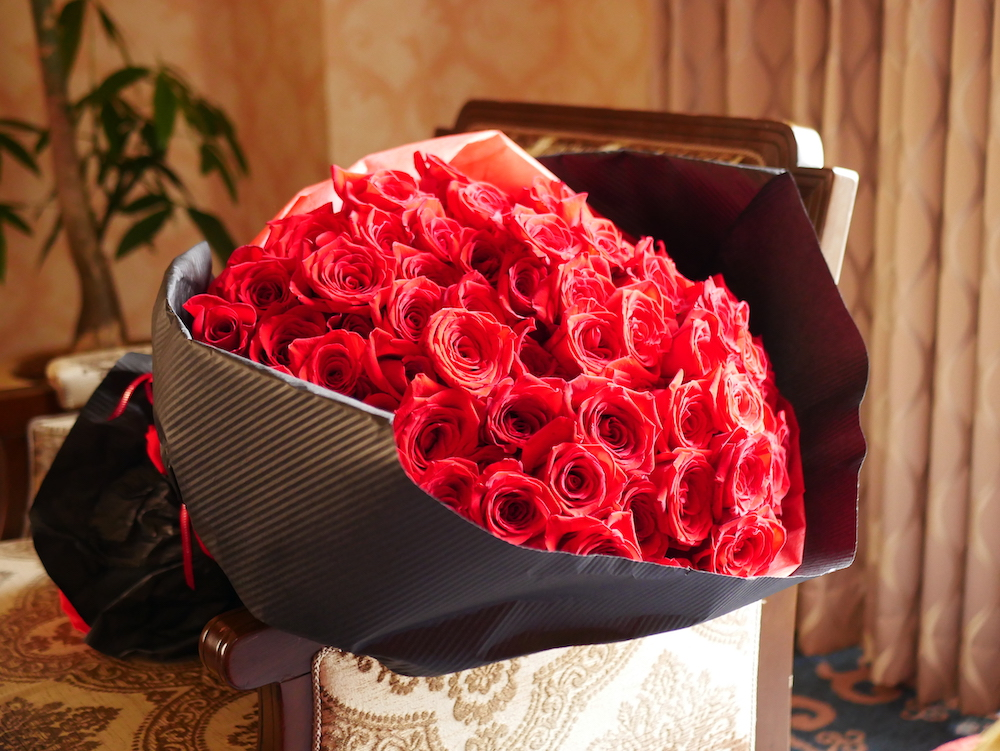 プロポーズの時に贈る花 薔薇の本数や色の意味
