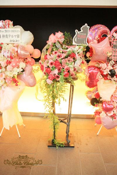 スタンド花 お祝い花 アンフィシアター 舞浜 花屋 オーダー 配達無料 浦安 ディズニー 椅子 リボン