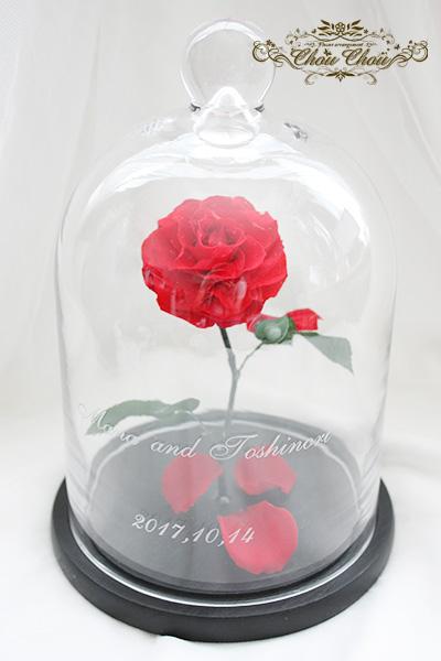 ウェディングのテーブル装花 一輪の薔薇のガラスドーム アレンジ Mサイズ order no 201772