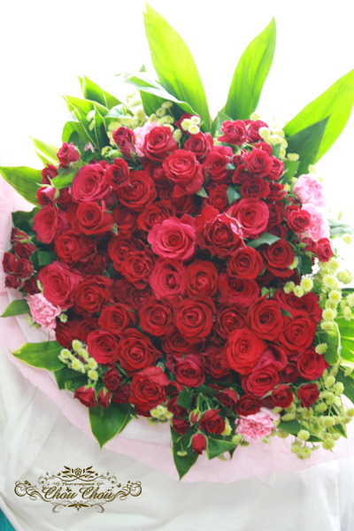 プロポーズ 100輪のバラの花束 アンバサダーホテルのチャペルへ