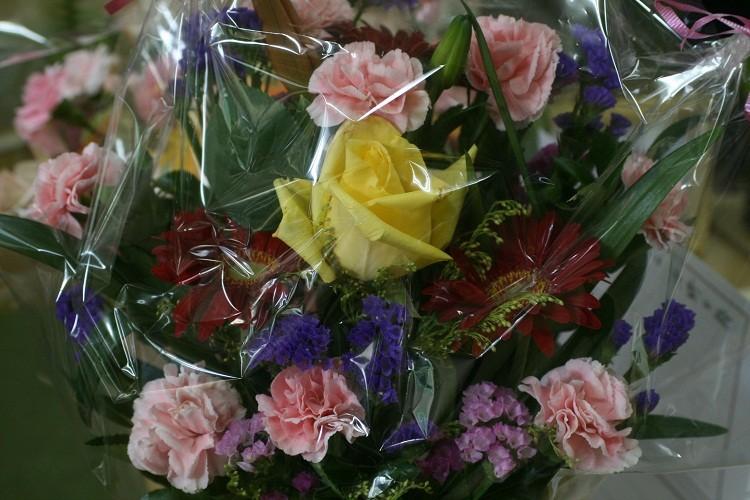 友人がお花を持参でかけつけてくれました(^-^)
