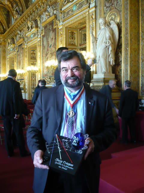 Trophée réalisé pour la société MOF et remis à Serge Gaujour à l'occasion de la cérémonie MAF au Sénat