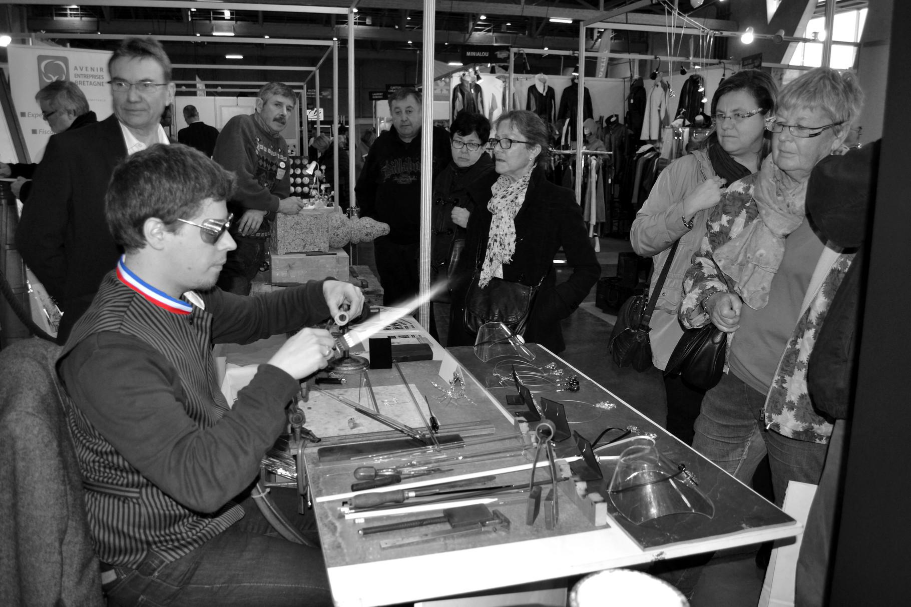 Sur le stand des Meilleurs Ouvriers de France à l'occasion du salon de l'artisanat à Quimper