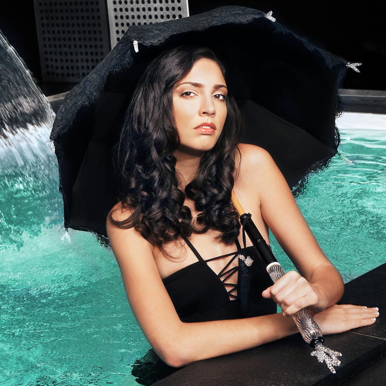 Ombrelle thème corail lors d'un shooting photos à l'hôtel Félicien à Paris