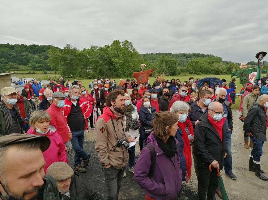 Manifestation contre la gravière Daniel à Carresse-Cassaber