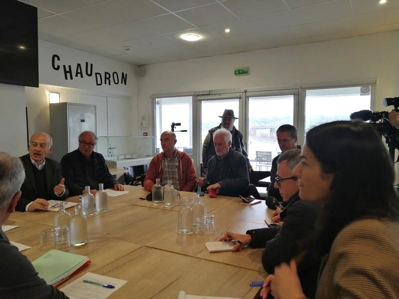 Conférence de presse à Anglet pour la défense de la pêche du saumon dans le port de Bayonne