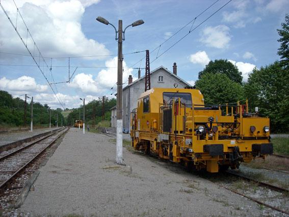 La gare de Buzy et voie ferrée remise à neuf.