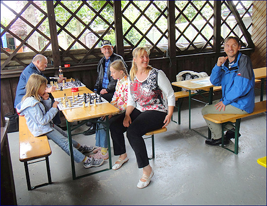 Photo Familien-Schach in der Gartenanlage Warmbach 2011