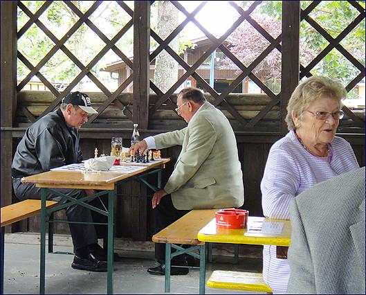 Photo Freizeit-Schach in der Gartenanlage Warmbach 2011