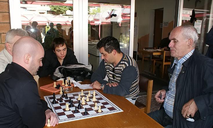 SF Pelikan Schach-Open 2009,  vor dem Pelikan Haus