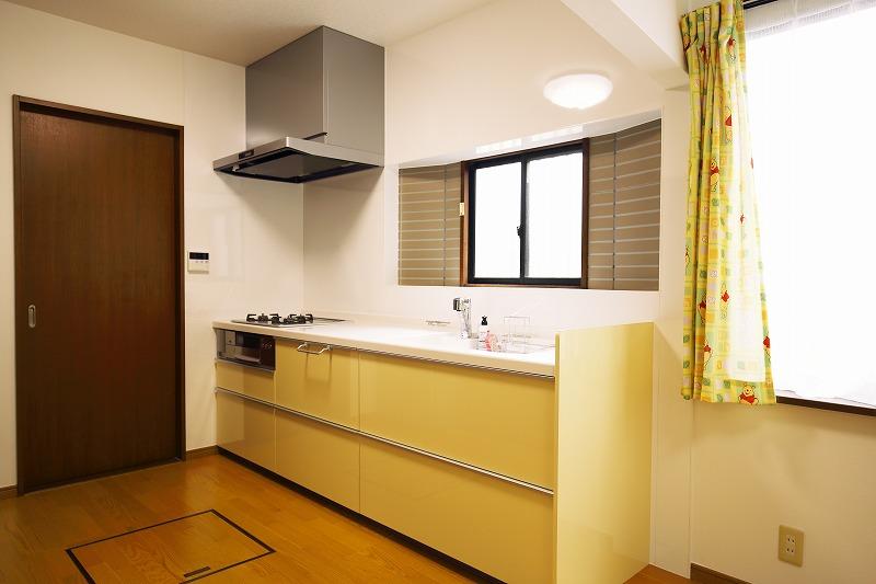 岡垣町 キッチンリフォーム・床板、クロス張り替え