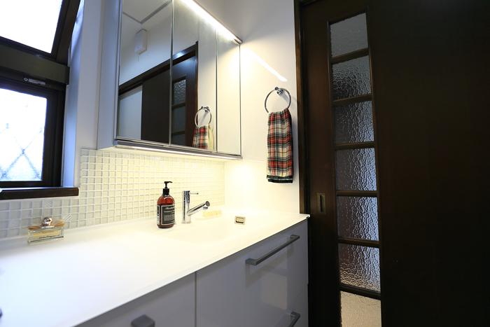 福津市 浴室洗面リフォーム 床ワイパー洗浄・クリスタルカウンター・タイル工事・床板張替え