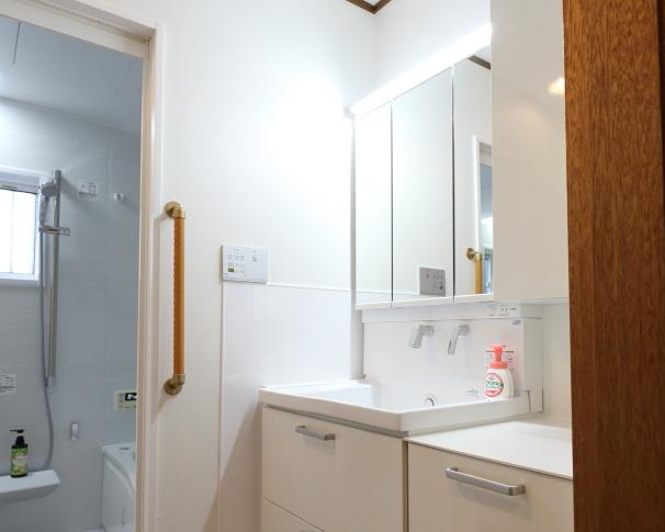 福津市 浴室洗面リフォーム・床ワイパー洗浄・窓交換・床板張り替え