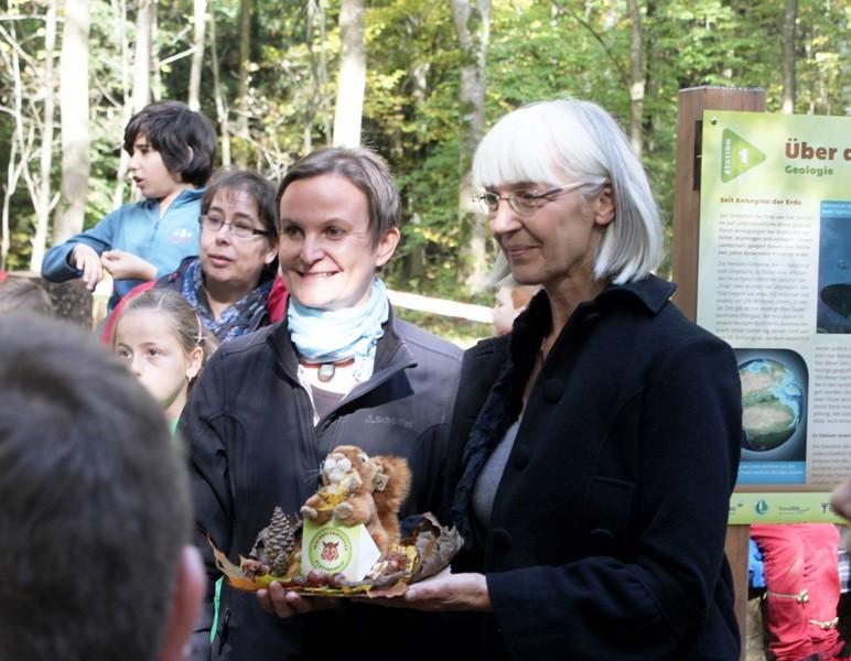 Symbolische Übergabe des Waldlehrpfads an Barbara Maag-Treß