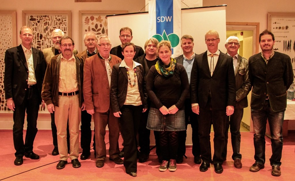 Vorstand 2014 - 2018 SDW-Kreisverband Rems-Murr: Vorstandsmitglieder und Kassenprüfer (KP) von links:    J. Hetzinger, S. Häfele (KP), K. Eisenmann (KP), H. Baßmann, H. Witzig, A. Döz, A. Szelest, U. Hiller, S. Völker, M. Segan, G. Strobel, H. Schmid, D.