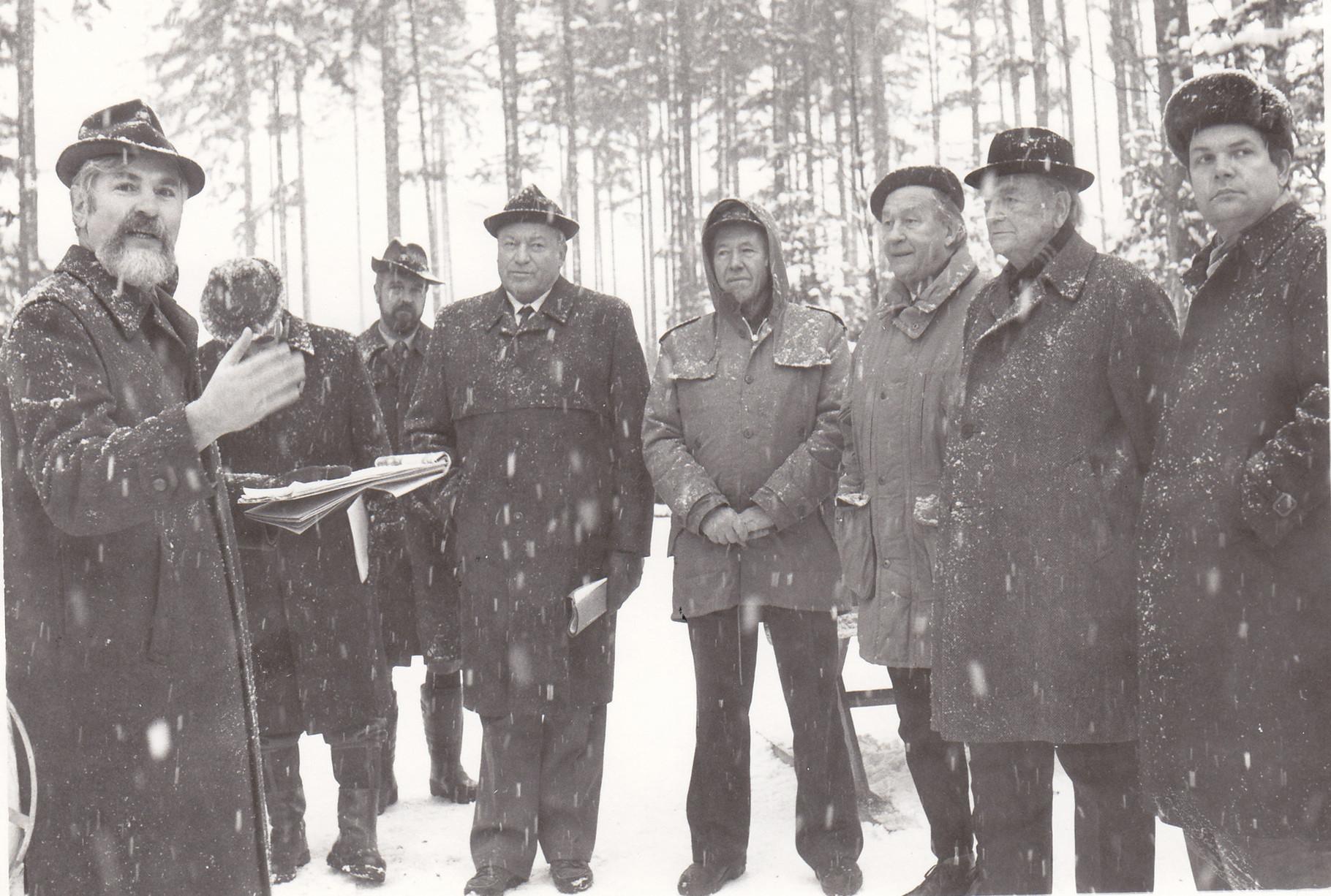 1990: Erster Pressetermin: 1.v.l.: FDir Siegfried Häfele, 3.v.l.: FOAR Walter Geiger, 4.v.l: SDW-Landesvorsitzender StS Ventur-Schöttle,5.v.l. Stv. SDW-Landesvors. Landtagsvizepräsident Hans Albrecht