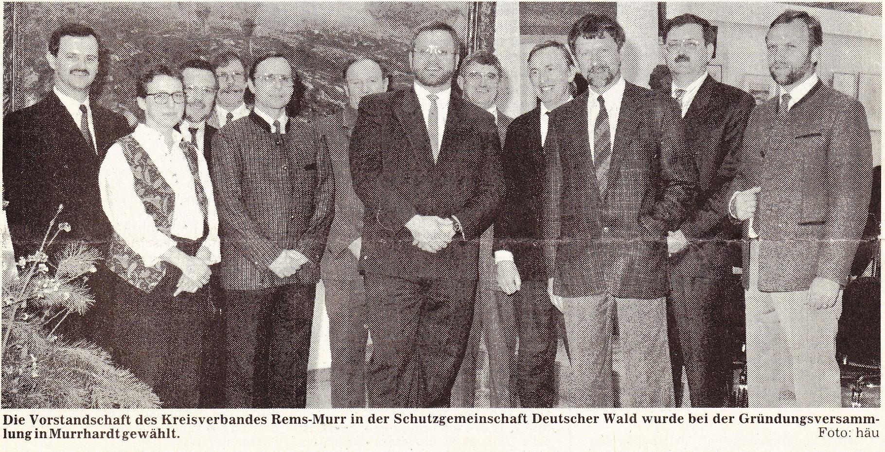 SDW-Gründungsvorstand 1990: v.l.: 2. S.Barth, 3.v.l: R. Heitzmann, 4.v.l. P. Wilz, 5.v.l. FDir H.-E Hink, 6.v.l. K. Kugler, 7.v.l. BM U. Burr, 1.v.r. OFR G.Obergfell, 3.v.r. Forstpräsident K. Bauer, 4.v.r. H. Witzig, 5.v.r. H. Schmid